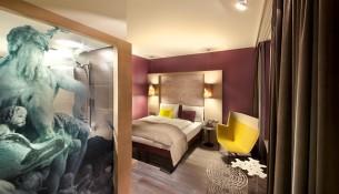 """Plan marketingowy hotelu """"Aurora"""" - przykład"""